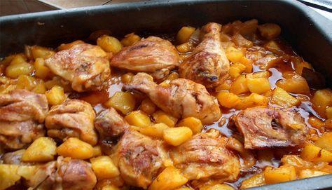 Zapečená kuřecím stehna s brambory a omáčkou v jednom