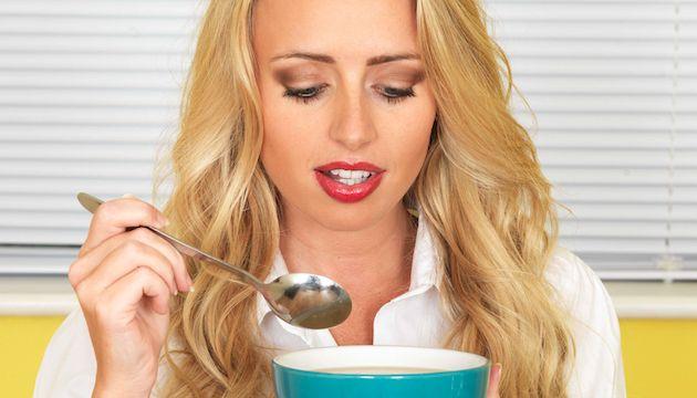 """[À lire en +] """"J'ai arrêté gluten, café, alcool et sucre pendant 21 jours: une…"""
