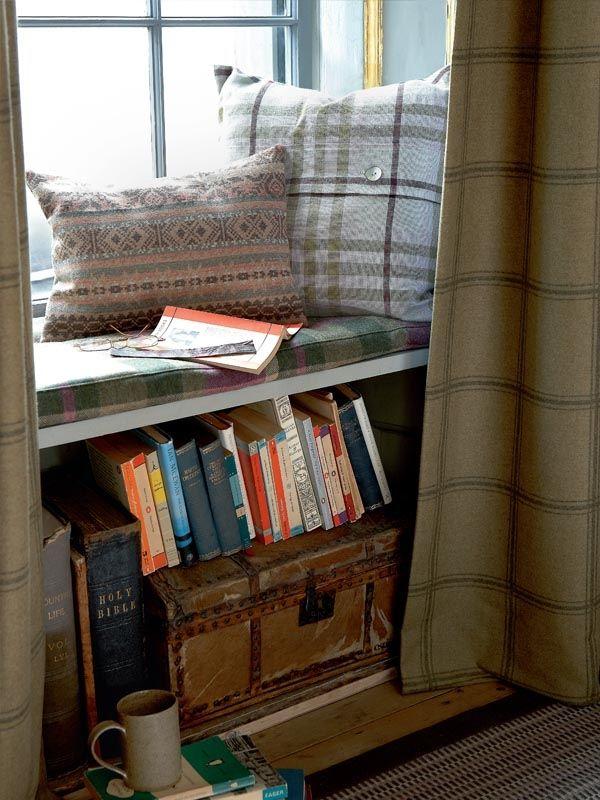 window reading snug