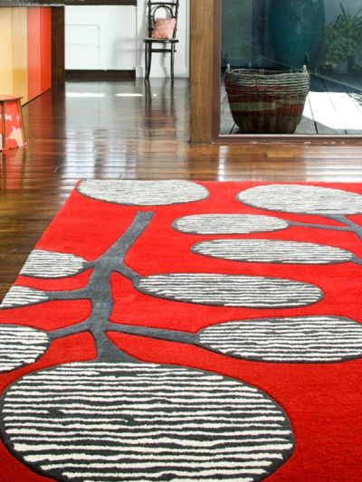 Gorgeous rug based on manicured street trees in southern Japan.