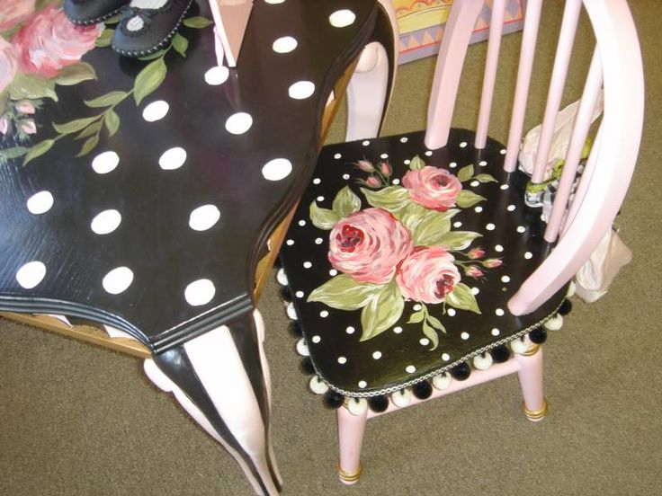Adorable!  Black, white, pink painted table and chairs by Lora Hulsman