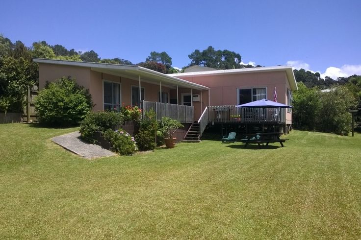 Classic Cooper's Beach Bach in Coopers Beach, Doubtless Bay | Bookabach