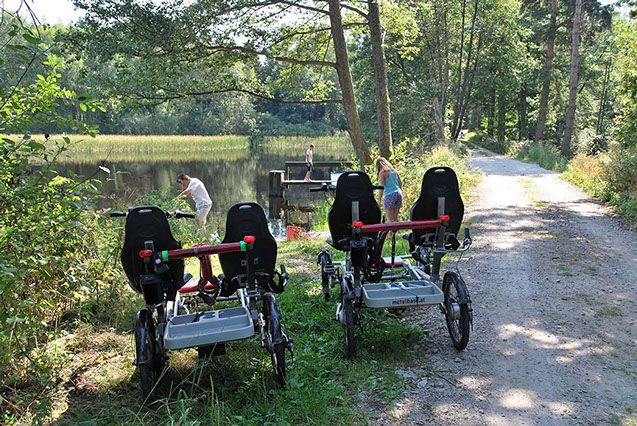 Radwandern mit Vierrad Tandem Fahrrad metallhase - ein schöner Familienausflug