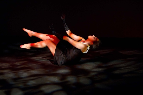 Wits Physical Theatre IV student Esther Fennie's 'Un Bound', picture by Lisa Skinner