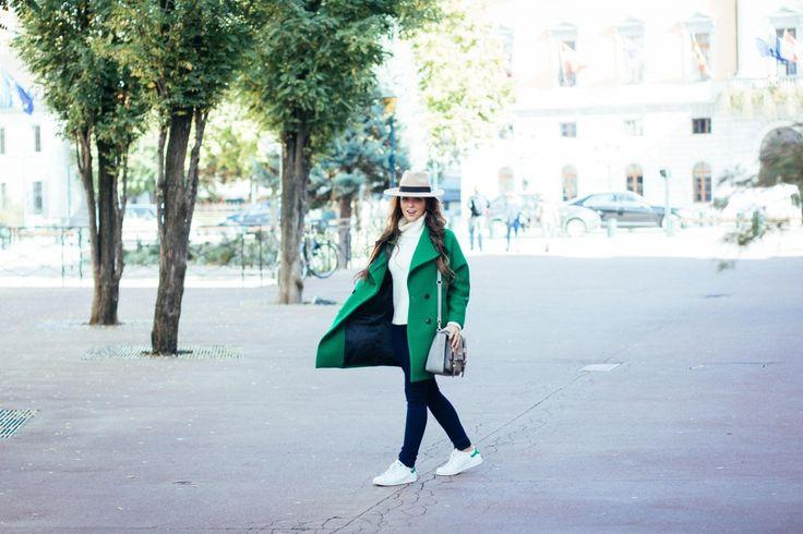 Green oversize!  Je porte un manteau monochrome oversize vert Les Petites, un chapeau, un pull et un sac Asos, un jean et des bijoux Primark, des baskets Adidas et une montre Cluse.  #fashion #outfit #ootd #coat #winter #hat #bag #satchel #paris #costumejewels #sneakers #watch #bench #brunette #girl #green #beautiful girl