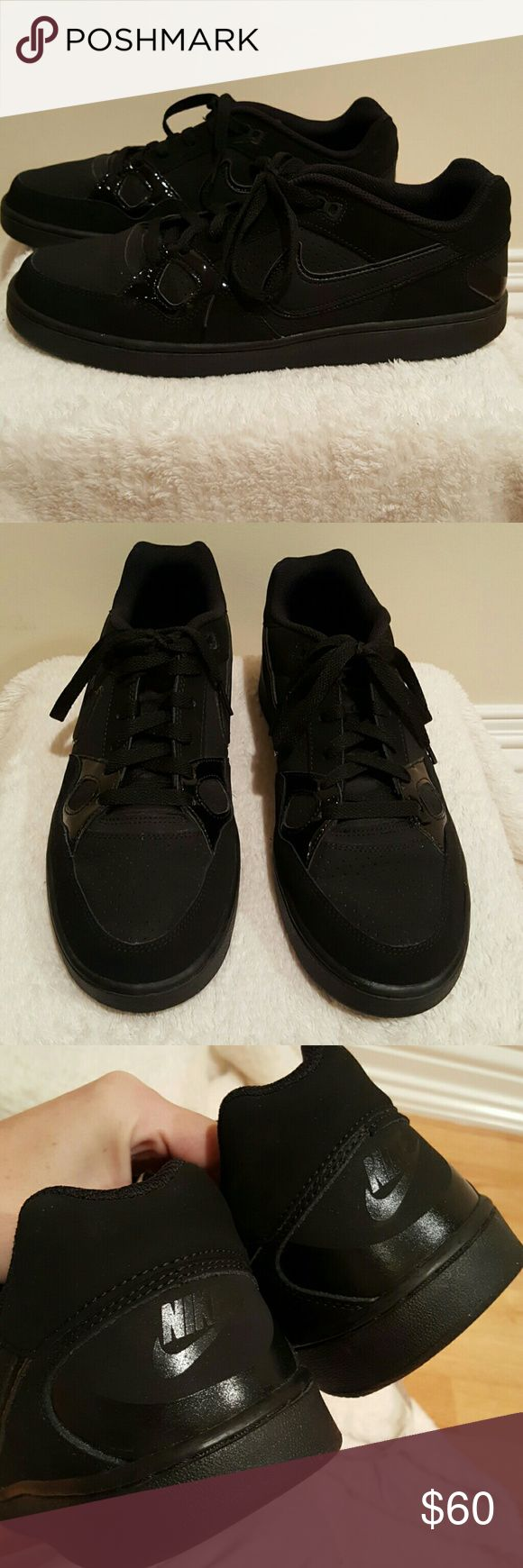 Men's all black Nike shoes 🌀Brand new condition Nike Shoes Sneakers