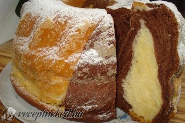 Hozzávalók: 50 dkg liszt 3-3,5 dl tej 4 dkg élesztő 10 dkg porcukor 3 dkg kristály cukor a kovászba, 3 tojás sárgája 10 dkg margarin csipet só 1 citrom res