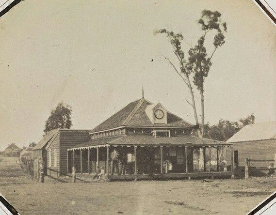Beechworth Post Office in Victoria in 1855. State Library of Victoria. 🌹