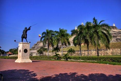 El Fuerte de San Felipe de Barajas, con la estatua de Don Blas de Lezo, quien dirigió la defensa de la ciudad de Cartagena de Indias contra la fallida invasión británica de 1741