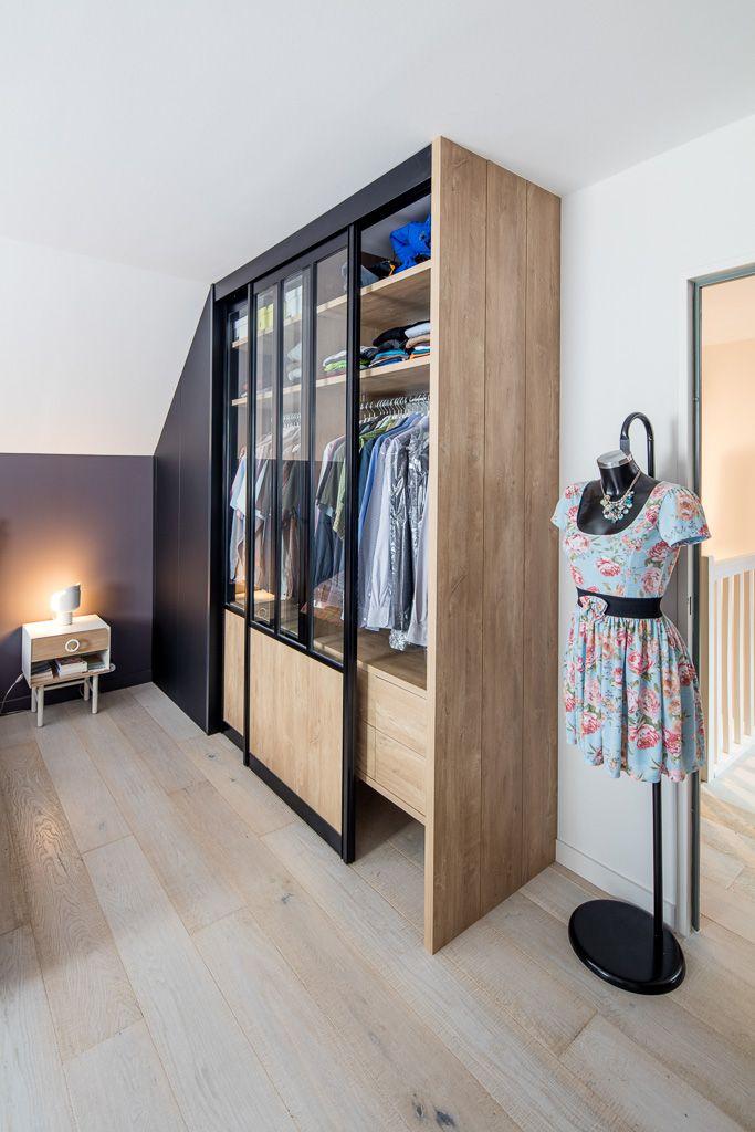Dressing Droit Avec Portes Coulissantes Noir Et Bois Style Loft En 2020 Placard Design Chambre Parentale Avec Dressing Chambre A Coucher Avec Dressing