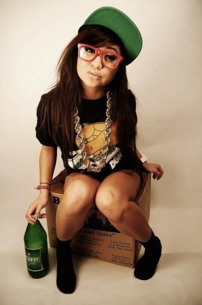 #beer #snapback #girl #mickeys #tattoo #glasses #fashion #hiphop #women drinking beer #women and beer #beer girls