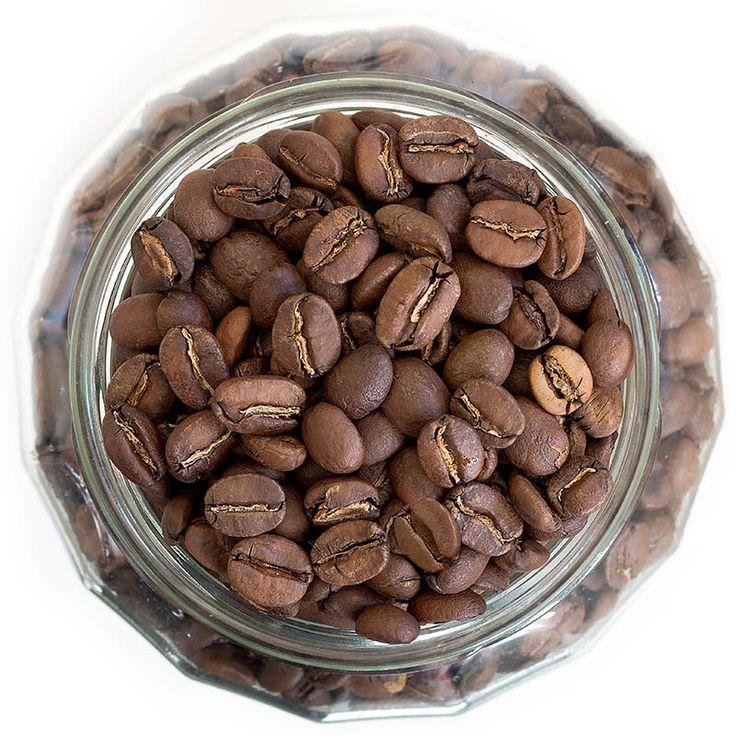 TOSCANA BLEND - Triumf vůní a harmonie chutí sestaven z 10 druhů exkluzivních Arabic, které byly před pražením zpracovány různými metodami. Jedná se o TOP kávovou směs bez jakýchkoliv kompromisů, kterou si opravdu užijete při přípravě espressa i mléčných specialit.