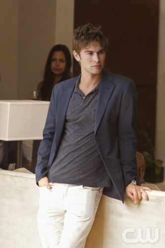 Chace Crawford as Nate Archibald on Gossip Girl. This is a more casual look then the guys on that show generally go for, but I like it regardless. Laid back, but still put together.