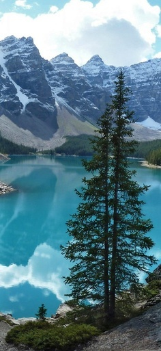 Moraine Lake,Alberta, Canada | The World is Yours