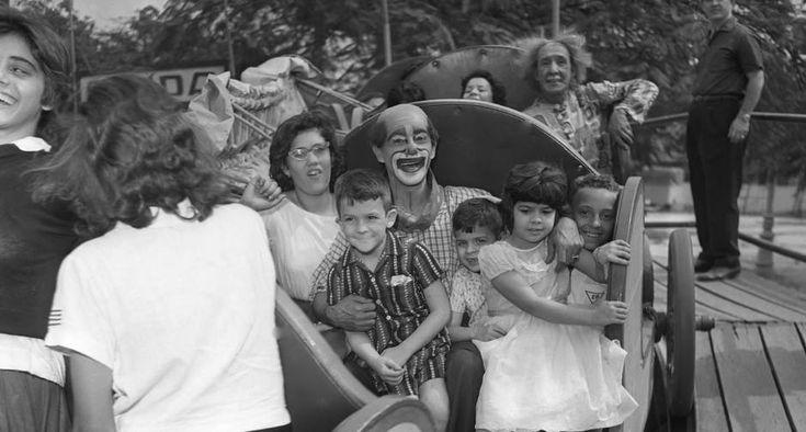 Dia de festa. Evento promovido pelo GLOBO, no Campo de São Cristóvão em homenagem ao Dia dos Pais, com a presença do Palhaço Carequinha  / 20/08/1961 / AGÊNCIA O GLOBO