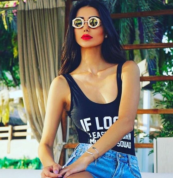 For the fashionista who dares! Look DS-18 in Gold available now at slay my shades.  #abudhabi #hautecouture #oscars #grammys #celebrity #extremeluxury #lunnettes #pfw #glamor #sunshades #dubai #ibiza #lafashion #londonfashion #qatar #kuwait #beirut #riyadh #monaco #cannes #marbella #russia #moscow #miami  #luxurylifestyle #extremeluxury #resort  #newyorkfashion #paris #germany #australia