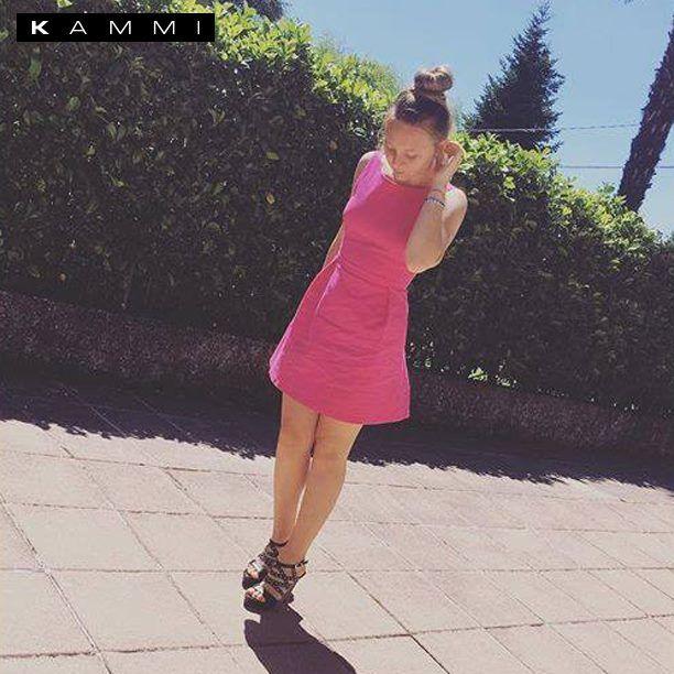 Bellissimo #outfit di Ari Gemelli con i suoi sandali estivi Kammi!  E tu con cosa lei indossi? Scegli il modello perfetto per te su http://www.kammi.it/  #KammiStyle #shoes #scarpe #fashion #shopping #sandali