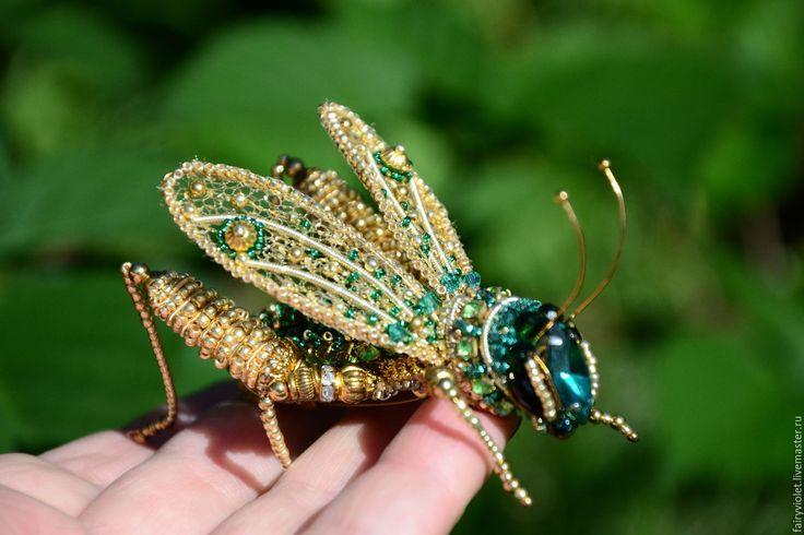 """Купить Брошь """"Кузнечик"""" - зеленый, кузнечик, брошь ручной работы, 3д брошь, насекомое Grasshopper brooch beads"""
