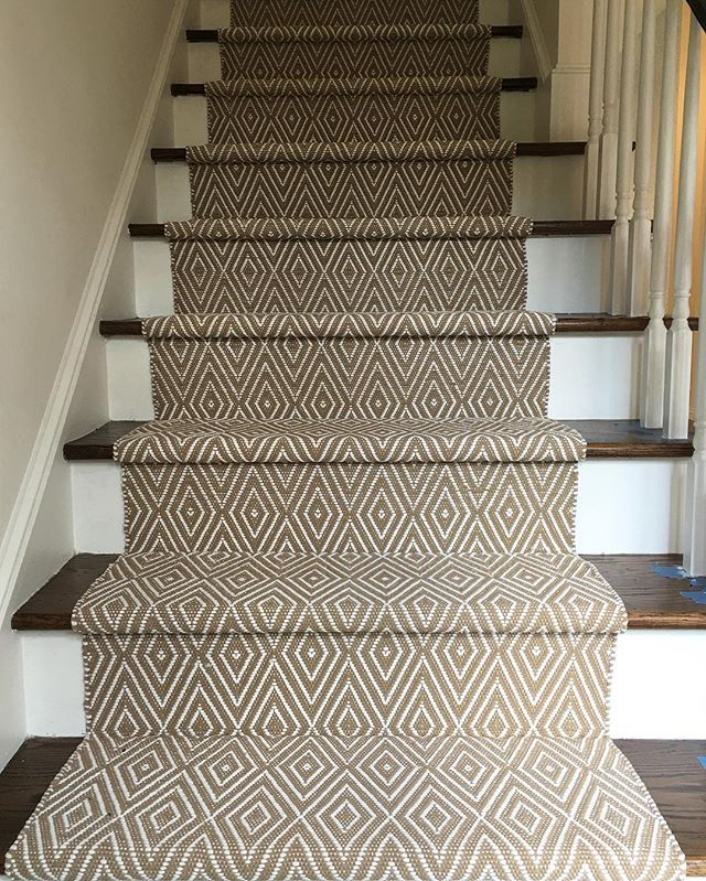 Oohlala ❤️ Dash and Albert runner that was just installed today! @annieselke #stairrunner #allywhalendesign #interiordesign #charlotte #nc #clt #simplicity #popofpattern