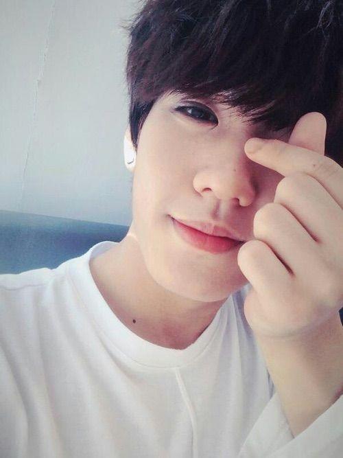 Image via We Heart It #hwanhee #up10tion #leehwanhee