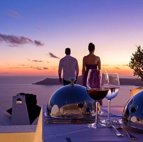 Magical dinner at #AstraSuites in #Santorini. #ADayatAstraSantorini http://blog.tresorhotels.com/en/secrets/hotels/1380-adayatastrasantorini-mia-mera-sto-astra-suites-sth-santorinh-me-ton-general-manager-giwrgo-karagiannh