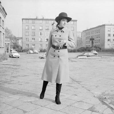 Modelka z lat 70. rewelacyjny płaszcz!