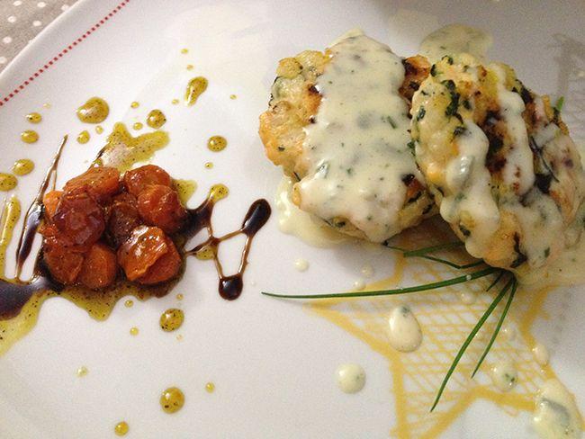 Hamburger di pesce con fonduta di gorgonzola | Food Loft - Il sito web ufficiale di Simone Rugiati