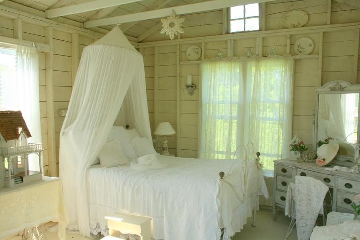 Shabby Chic CountryLittle Gardens, Girls Room, White Decor, Aiken House, White Bedrooms, Shabby Bedrooms, Shabby Chic Bedrooms, Gardens Cottages, White Room