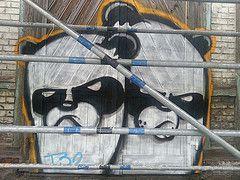 (Ana Chronismus) Tags: door streetart art animal graffiti ana panda kunst tor tr tier anachronismus chronismus