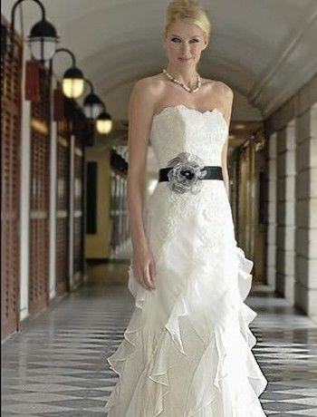 dress: Dresses Wedding, Wedding Dressses, Dresses Style, Modern Wedding Dresses, Augusta Jones, Dresses Design, The Dresses, Flower, Modern Bride