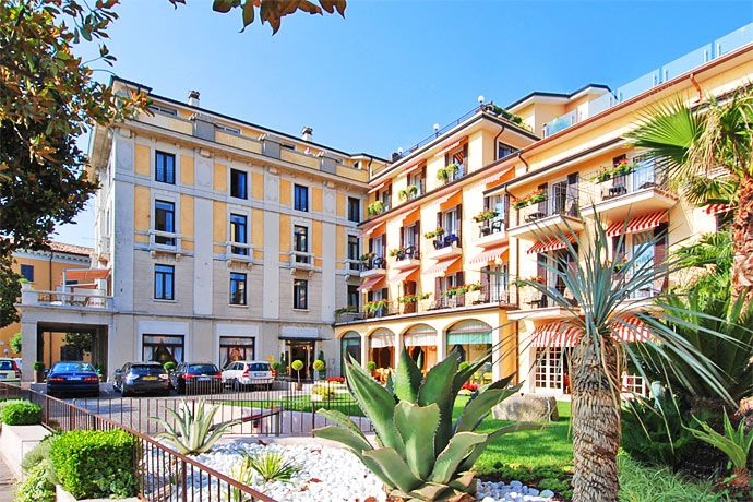 Park Hotel - Desenzano del Garda ... Garda Lake, Lago di Garda, Gardasee, Lake Garda, Lac de Garde, Gardameer, Gardasøen, Jezioro Garda, Gardské Jezero, אגם גארדה, Озеро Гарда ... Welcome to Park Hotel Desenzano del Garda. In a privileged position on the lake promenade, adjacent to the historic centre of Desenzano, the Park Hotel, an elegant architectural jewel of early 1900s, is an invitation to taste the relaxing harmony of the Lake and to catch the magi