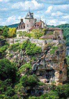 Château de Belcastel, Lot : n'Est-ce pas le château acheté par l'architecte FERNAND POUILLON ?