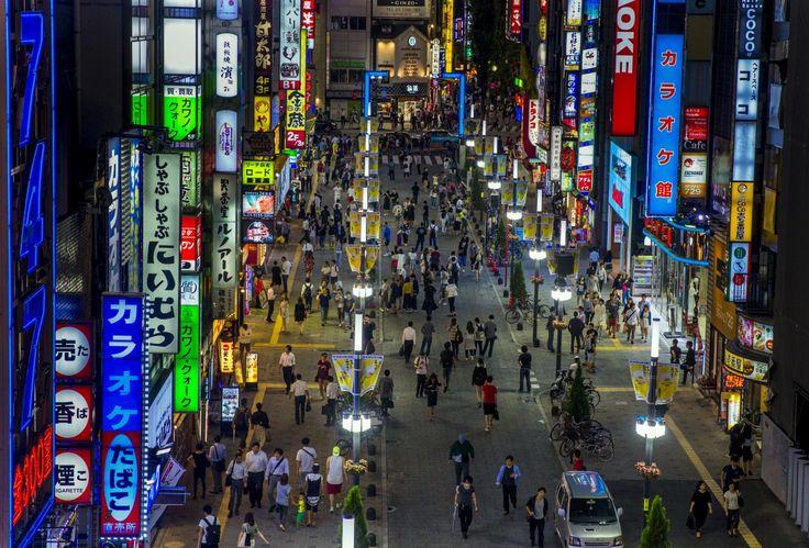 Arrondissement de Shinjuku, à Tokyo (Japon) | REUTERS/Thomas Peter    Dans les grandes villes, comme Tokyo, la chaleur provoquée par les voitures et les industries crée un effet de serre local. Selon le Guardian, «ces cent dernières années, les températures à Tokyo ont augmenté cinq fois plus que le réchauffement global [de la planète]». En raison de l'augmentation des températures, de plus...