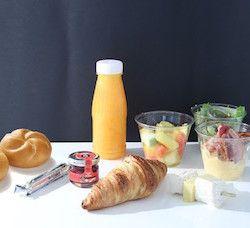 Sophie la Parisienne, un service de livraison de petit-déjeuner et de brunch sans gluten ! Croissants, viennoiserie, jus d'orange, salade de fruits, sandwich, oeufs, salade... L'adresse est à retrouver sur le site @becausegus #sansgluten #glutenfree #brunch #petitdej #paris