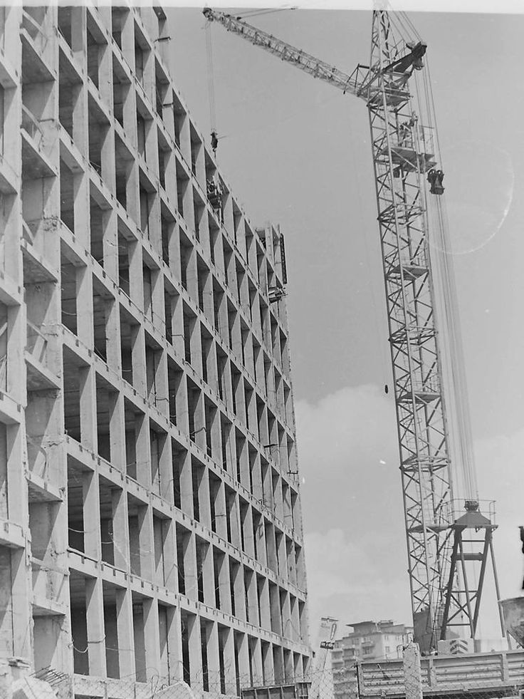 Siedziba Miastoprojektu w budowie. Budynek w takiej formie stał przez lata. Fot. Wojciech Turżański.