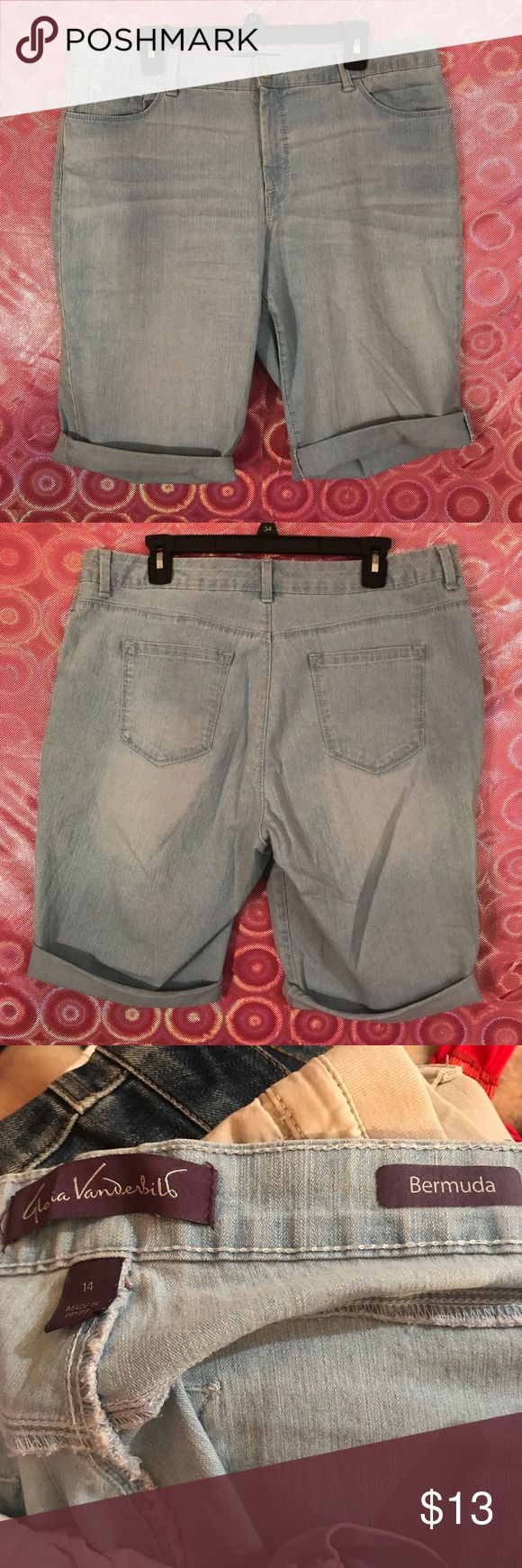 Jean denim Capri shorts size 14 Gloria Vanderbilt These shorts are cute and stretchy! Size 14. Roll them up or roll them down, they are good to go!! 👯♀️👯♂️ available now!! Gloria Vanderbilt Shorts Jean Shorts