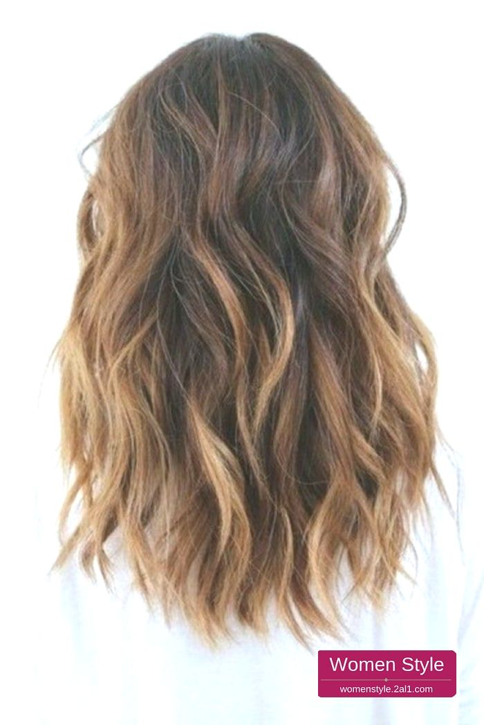 Cheveux Chatain Clair Mi Long Tombant Librement Sur Le Dos Chatain Cheveux Clair Librement Tombant Hairstyle Hair Styles Hair Lengths Balayage Hair