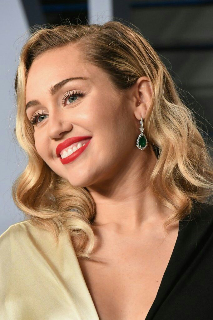 Miley Cyrus Vanity Fair Oscar Party 2018 Miley Cyrus Pinterest
