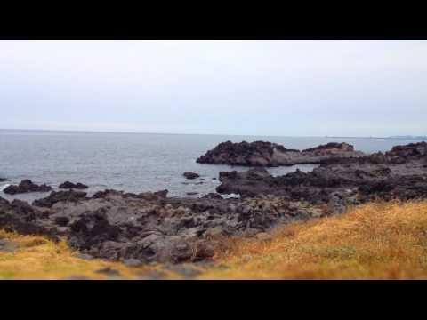 [TimeLapse : the beginning of Autumn in JEJU | 타임랩스 : 가을이 시작된 제주] 대한민국의 남쪽 땅 제주에도 가을이 성큼 다가왔습니다! 오늘은 가을의 향기가 느껴지는 용담해안도로에서 볼 수 있는 제주바다의 모습을 담아보았어요!