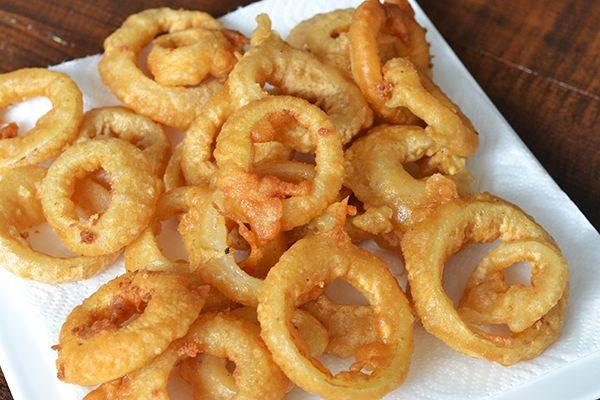 Fastfood Friday: Onion Rings ||||| bierbeslag, fastfood friday, frituursnack, gefrituurde uiringen, hapjes en snacks, onion rings, recepten, uien in bierbeslag#EN