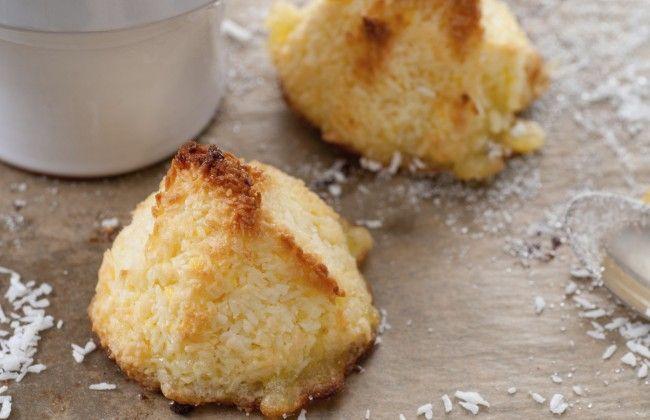 Kokosmakronen gemaakt gelijke hoeveelheden gecondenseerde melk en kokosrasp. Ingrediënten mengen, met ijsknijper koken vormen, 10 minuten in de over 175 graden.
