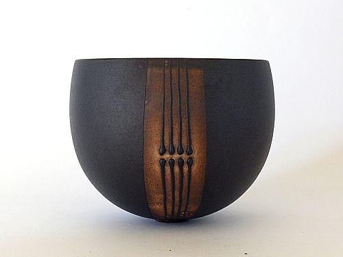 bol noir, fenêtre, 4 lignes tête-bêche