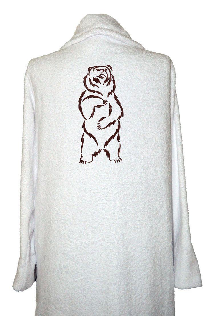 Красивая вышивка на халате