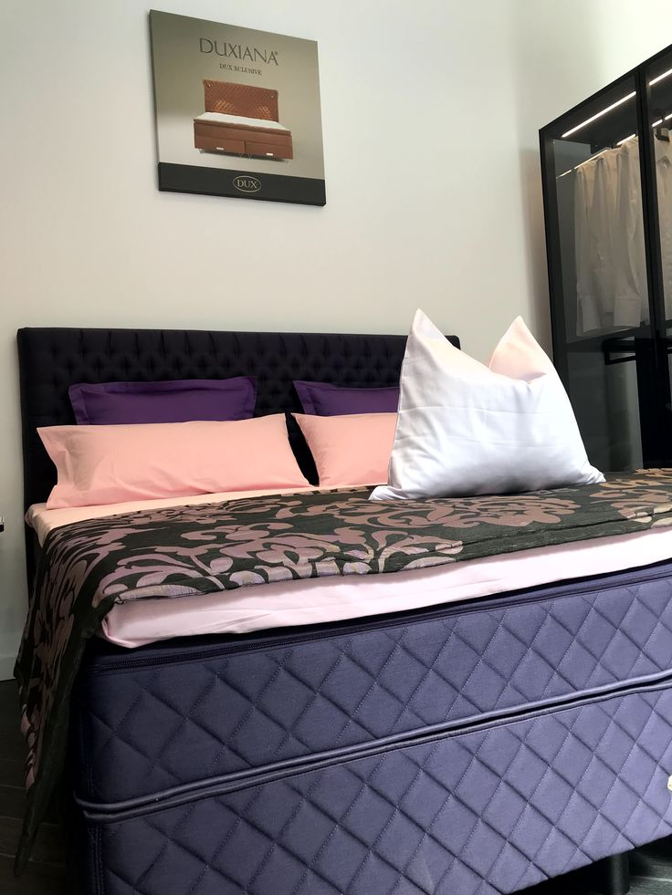 Die limitierte Color Collection von DUXIANA - heute einmal in lila.  Kommt in unsere Shops und sucht Euch Eure Lieblingsfarbe aus.  #fashion #style #stylish #shopping #luxury #lifestyle #duxiana #bett #dux #bed #beautiful #fun #love #amazing #smile #look #lila #colorcollection