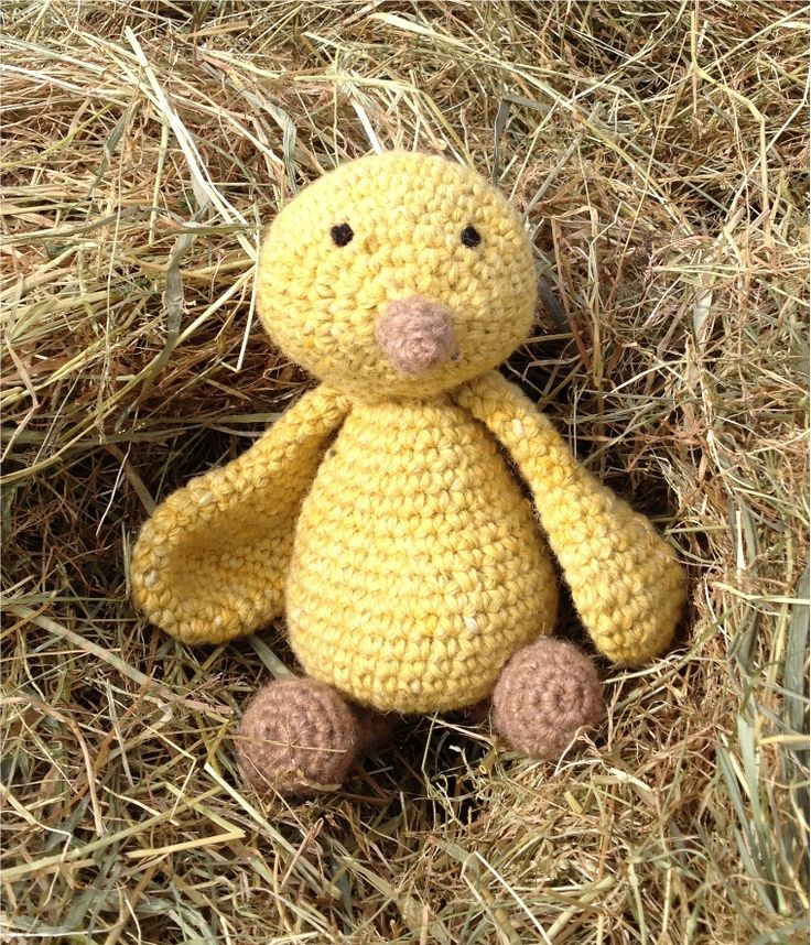 Hello Chic!  free crochet chick easter pattern from Toft