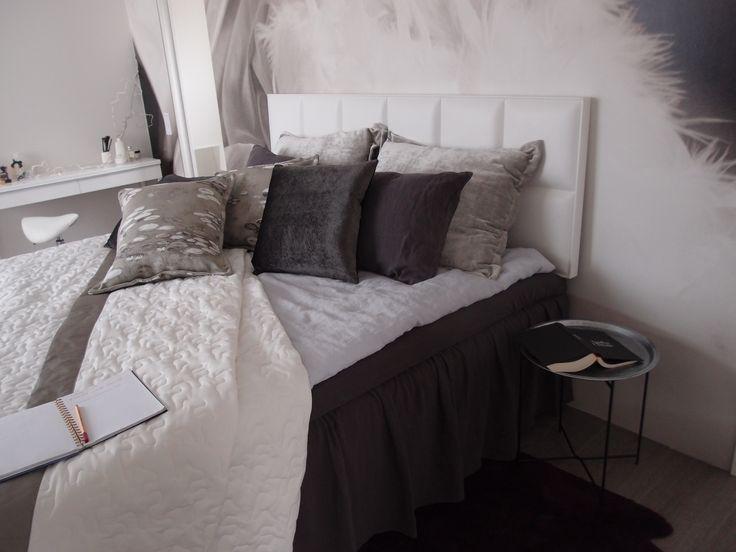 LANGØ linen bedlinen in light grey and brown.