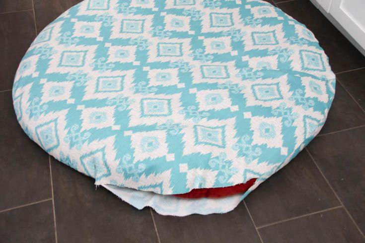 How to recover a Papasan Chair cushion - DIY Papasan Chair Cover tutorial at thehappyhousie.com-11