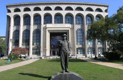 Teatrul Naţional din Bucureşti este un monument în sine de vizitat, dar şi o locaţie în care atât bucureştenii, cât şi turiştii se pot bucura de o mulţime de spectacole. În anul 2011, clădirea a intrat într-un proces masiv de renovare, cu finalizare în decursul a 3 ani, ce vizează atât modernizarea clădirii, cât şi a instituţiei de cultură în general.