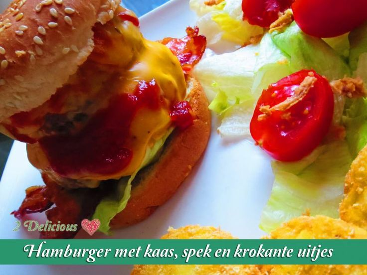 Hamburgers Met Kaas, Spek En Krokante Uitjes recept | Smulweb.nl