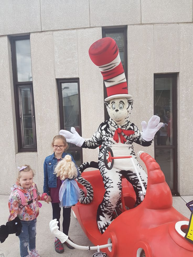 On Saturday we headed to a reading of The cat in the hat by the world famous Dr Suess at Barkingside library. The event was held outside and benches were line up in front of the steps ready for the…